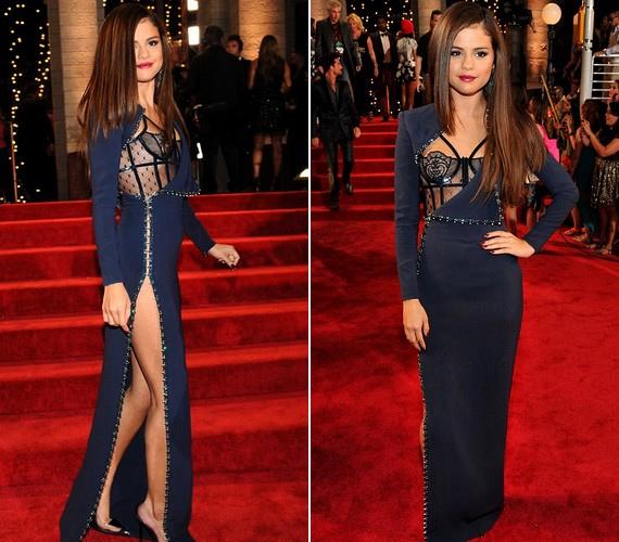 A mindig stílusos és nőies Selena Gomez a MTV VMA díjátadójára ebben a kissé közönségesen felsliccelt, mellrészen hálós darabban érkezett.