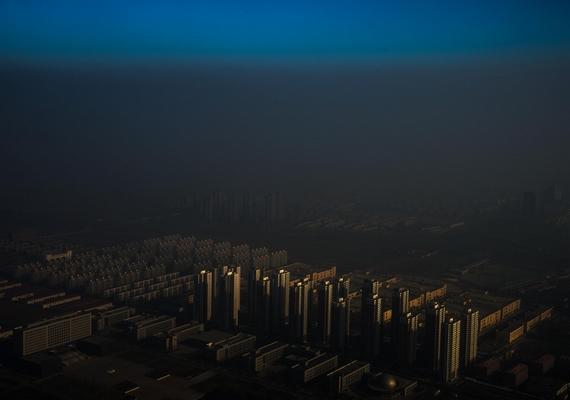 Egy homályfedte észak-kínai város - Tiencsin, Kína, 2015. december 10., Zhang Lei.