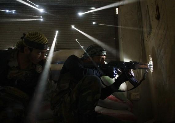 A helyszíni hír/sorozat kategória harmadik helyezettje Javier Manzano nyári pillanatképe, amely Szíriában készült.