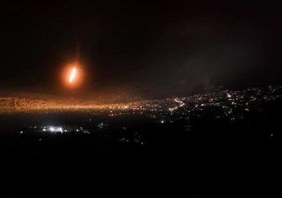 A Szíriában uralkodó állapotok sok fotóst megihlettek, köztük Lessio Romenzit is. A kategória: általános hír/sorozat, az elért helyezés: első.