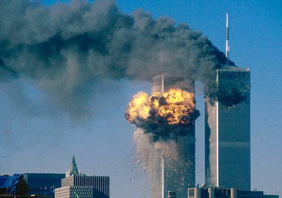 2001. szeptember 11-én, helyi idő szerint 8 óra 46 perckor repülőgép csapódott a New York-i World Trade Center egyik épületébe, amit 18 perccel később egy másik repülőgép becsapódása követett a másik toronyba.