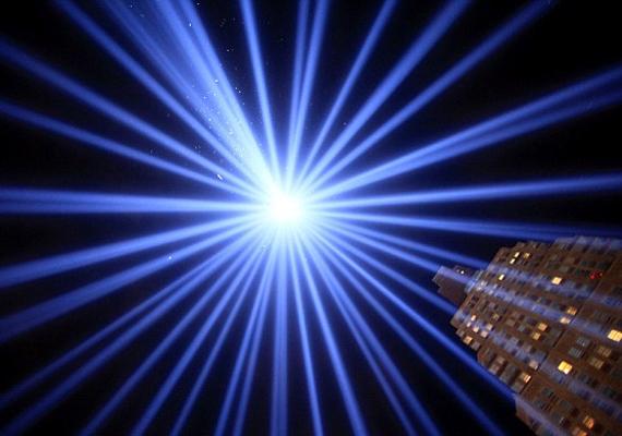 A megrázó terrortámadás 2010-es évfordulóján a képen látható fény gyúlt, ami megvilágította egész alsó Manhattant.
