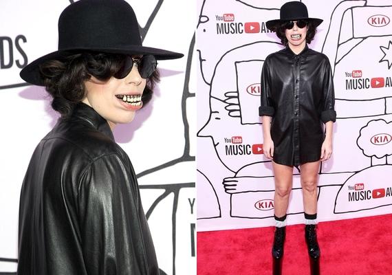 Lady Gaga ezúttal sem hagyta cserben a sokkoló szereléseit kedvelő rajongókat: nadrág ugyan nem volt rajta, a szájában viszont volt egy furcsa műfogsor.