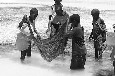 Halászó gyerekek