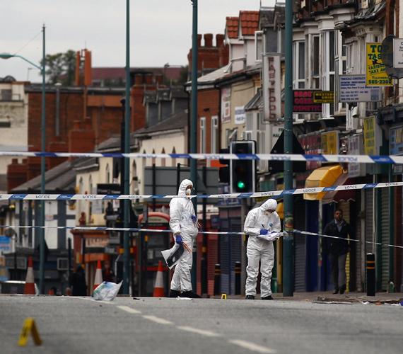Kedd éjszaka három embert ütött el egy jármű Birminghamben, a kórházba szállításuk után mindhárman meghaltak.