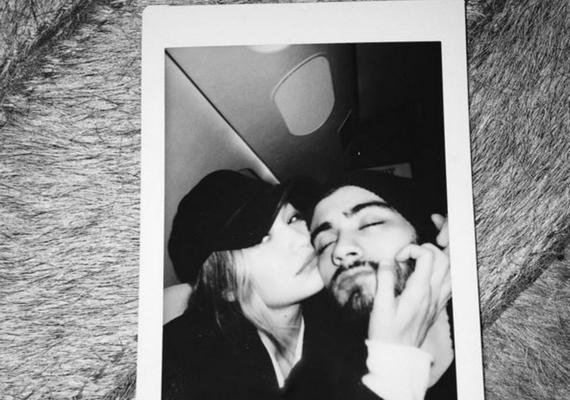 Korábban Zayn ezt a képet töltötte fel az Instagramra, és a követői úgy vették, hogy ezzel erősítette meg a románcukat.