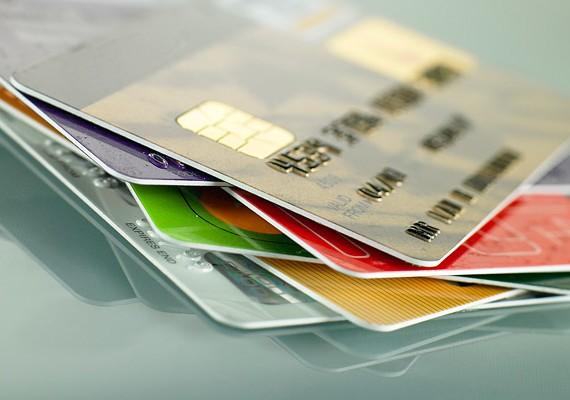 A bankkártyád adatai soha ne legyenek nálad papírra vetve! Különösen a PIN-kódra ügyelj.