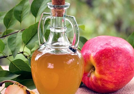 Az almaecet külsőleg és belsőleg is zsírbontó hatással bír: fogyókúrás segítségként és zsíros hajra is alkalmazzák.