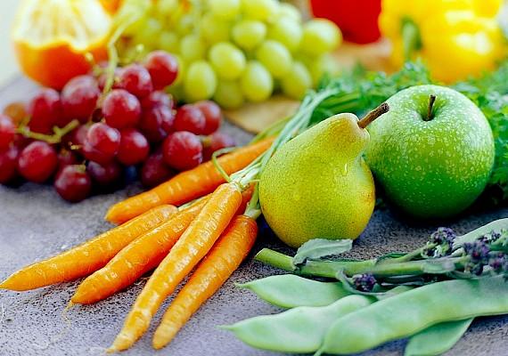 Fontos, hogy belsőleg is tegyél a hajad zsírosodása ellen. Fogyassz sok zöldséget és gyümölcsöt, hogy a vitaminbeviteled megfelelő legyen, és ez a hajadon is meglátszik majd.