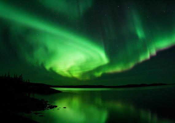 A kanadai Yellowknife városa elsősorban rettentően hideg éghajlatáról híres, ám mivel a város közel van az Északi-sarkhoz, gyakran látni a szépséges északi fényt is.
