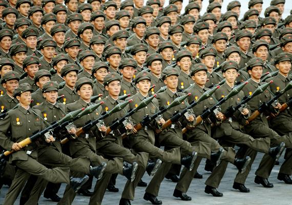 Észak-Koreának nincs diplomáciai kapcsolata a nyugati világ nagyobb részével, a turizmus pedig gyakorlatilag nem létezik, legalábbis szigorúan szabályozott. Kevesebb mint kétezer nyugati látogathat ide évente, a helyiek pedig tartanak az idegenektől.
