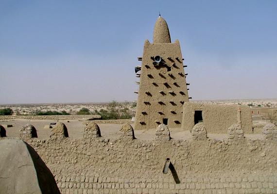 A Maliban található Timbuktu ugyanazzal a problémával küzd, mint számos ország a Szahara környékén. Bár számos projekt célozza a város elsivatagosodásának megakadályozását, valószínű, egyes részeit már most maga alá temette a homok.