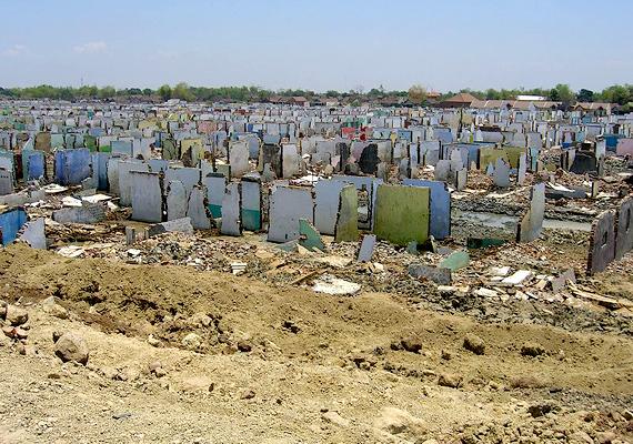 Az indonéziai Sidoarjo pusztulását a modern kor egyik legtragikusabb vulkánkitörése okozta. A sárvulkán több mint 10 ezer ember otthonát temette el.