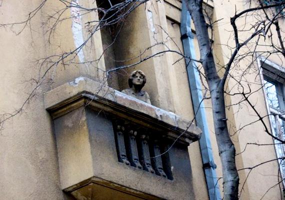 A Thököly úti befalazott erkély különleges hely, még különlegesebb történettel.