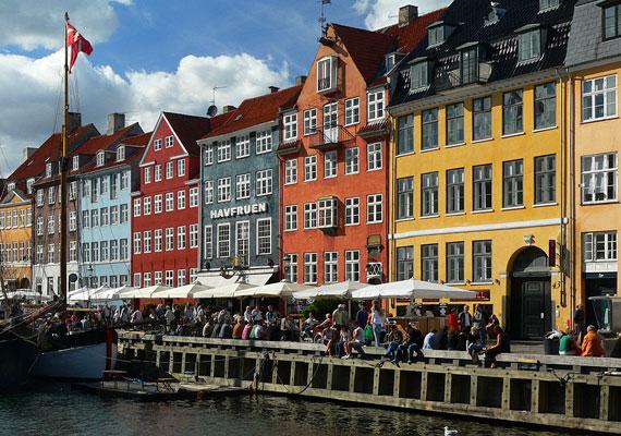 Dánia azon helyek között szerepel, ahol a legmagasabb az egy főre jutó jövedelem, így nem véletlenül rangsorolják úgy, mint a világ legboldogabb országát.