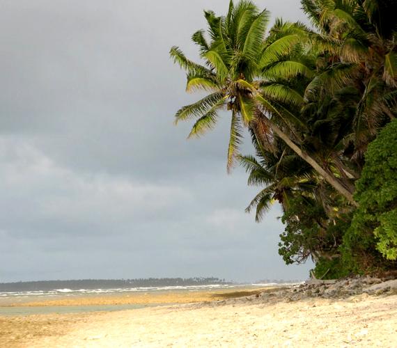 Az Óceánia területén található Marshall-szigetek süllyedése miatt 60 ezer lakos mindennapi élete kerül veszélybe.