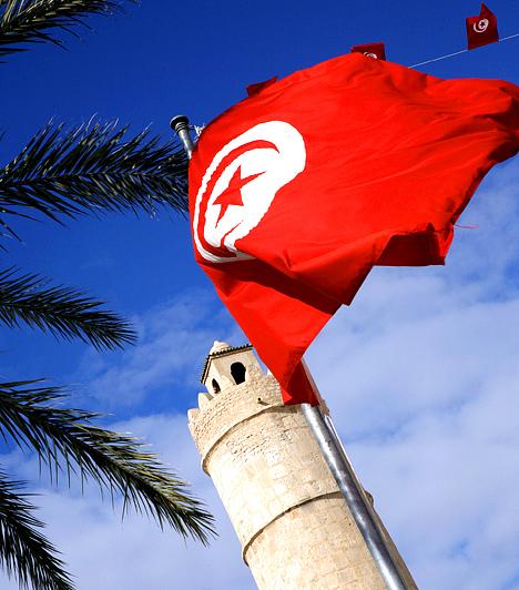 Sousse, Tunézia  Sousse az afrikai ország, Tunézia harmadik legnagyobb városa. Az ókorban alapított település az Ezeregyéjszaka világát idézi, szűk utcácskák, bazárok és boltok százai tarkítják, emellett türkizkék tengerpart szegélyezi, melyet nyáron a magyar turisták is előszeretettel választanak úti célul.