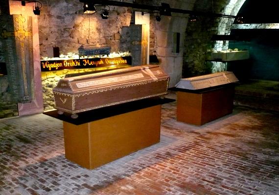 A váci Memento mori múzeum tulajdonképpen a Fehérek templománál talált múmiák kiállítása.