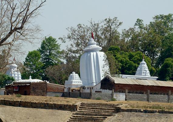 A humai ferde templom Indiában található, és a világ egyetlen ferde templomát jelenti. Azonban azt nem lehet tudni, direkt vagy véletlenül ferde-e.