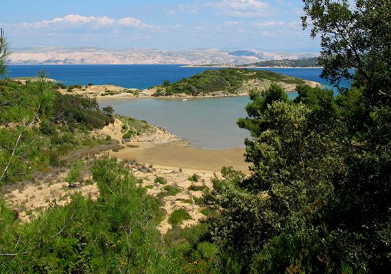 A Ciganka strand szintén Rab szigetén bújik meg. A paradicsomi szépségű helyre gyalogosan és a tenger felől is le lehet jutni.