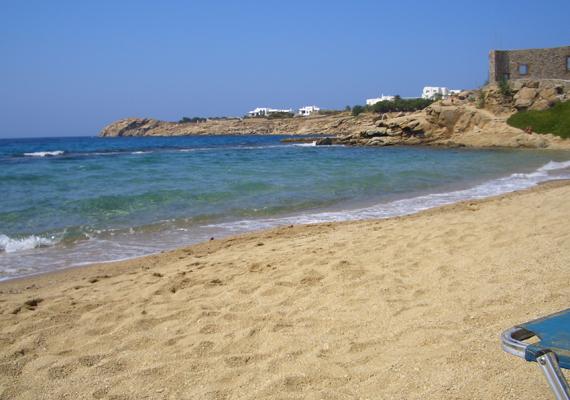 Mikonosz szigete a nudisták kedvelt helye Görögországban. Itt található a Paradise Beach is, amely már nevében is paradicsomi.