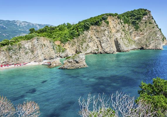 A horvát Sveti Nikola a nudista strand, egyben a neki otthont adó sziget neve is. A meseszép hely Porec településétől nem messze található, de csak csónakkal lehet megközelíteni.