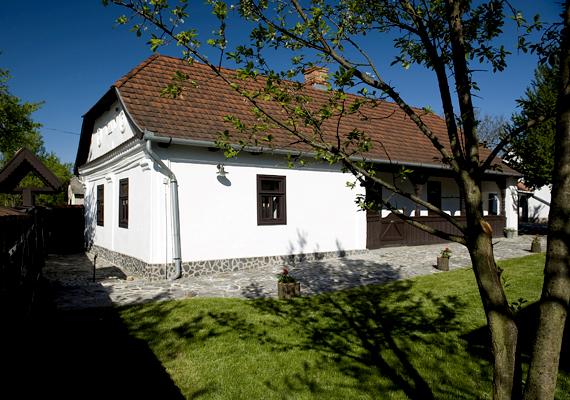 A Szatmár-Beregi Pálinka Lovagrend Tarpán Pálinkaházat nyitott meg. A látogatók a pálinkakészítés rejtelmeibe is betekintést nyerhetnek, emellett kóstolószoba várja őket.