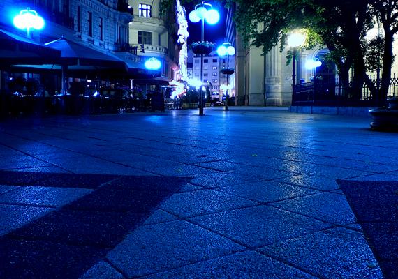 A lista élén a főváros, Budapest áll, nem meglepő módon. A képen a Váci utca látható éjszaka, mely igen népszerű hely a külföldiek körében.