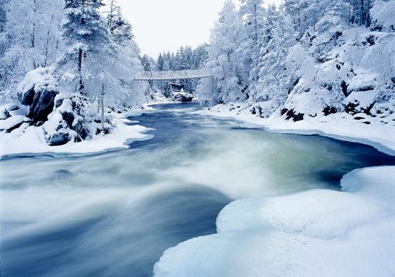 Téli táj Finnországban, Lappföldön, az Oulankajoki-folyónál. Kattints ide a nagy felbontású képért!