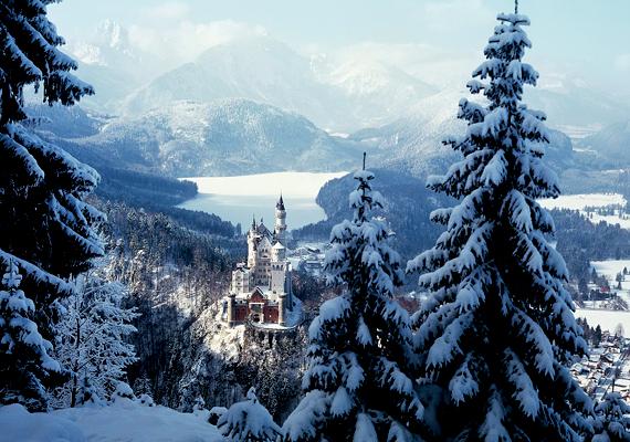 Íme, a világ leghíresebb tündérkastélya, Neuschswanstein télen. Kattints ide a nagy felbontású képért!