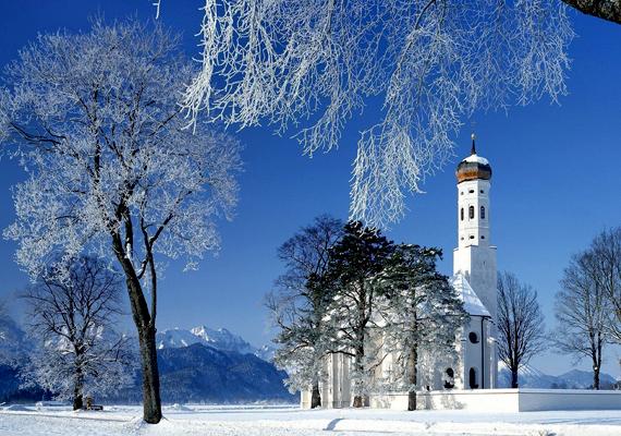 Havas táj és a Szent Colman templom a németországi Schwangaunál. Kattints ide a nagy felbontású képért!