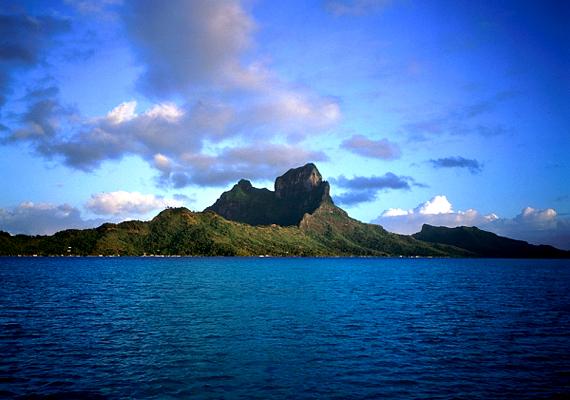 A Francia Polinéziában található, trópusi Bora-Bora a szájhagyomány szerint az első szigetek között emelkedett ki a vízből.