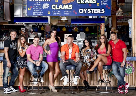 A Jersey Shore elnevezés nem csupán a közismert MTV-műsort rejti, de létező hely, New Jersey partszakaszát jelöli, ahol a narancssárga árnyalatú bőr, a mély dekoltázsok, és a ruhák, melyekbe tulajdonosaik alig férnek bele, éppúgy jellemzőek, mint a mindezt megörökítő show-ban.