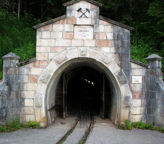 A városban található a világ legrégebbi, ismert sóbányája. 2002 óta múzeumként látogatható.