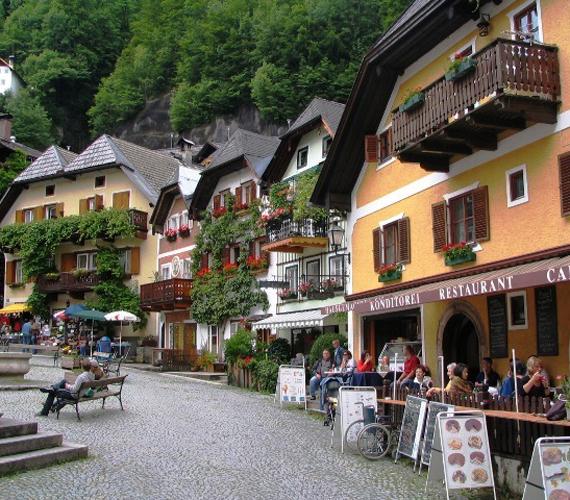 A városka főként idegenforgalmából él, egész évben számtalan turista keresi fel a helyet.