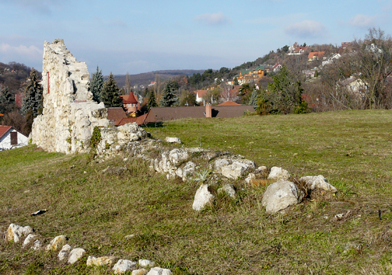 Az érdi Kutyavárnak szintén megvan a maga legendája, mely szerint a 15. századi gótikus épületet Mátyás király emeltette kutyáinak és pecéreinek.