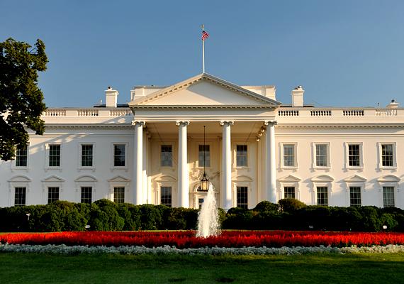 A washingtoni Fehér Házban él és dolgozik az Amerikai Egyesült Államok elnöke, illetve annak családja. Az 1792 és 1800 között épült rezidencia látogatási szabályai a szeptember 11-i támadások után jelentősen megszigorodtak.