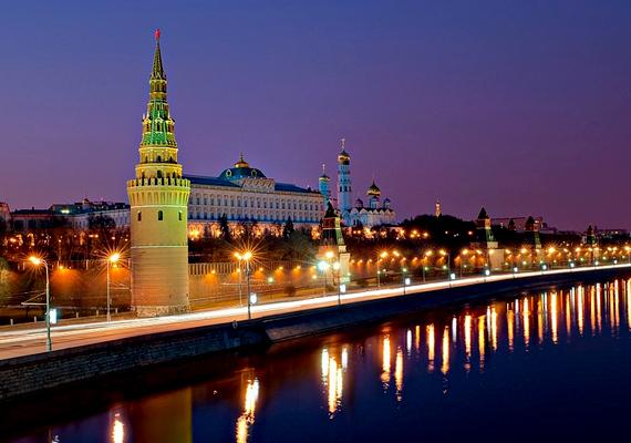 A Kreml az orosz elnök hivatalos rezidenciája. Az erődített építmény két palotát, négy katedrálist, falakat és tornyokat foglal magában.