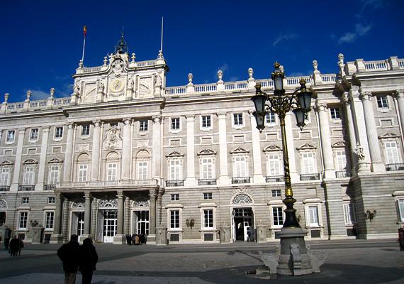 A madridi királyi palota a spanyol uralkodói család hivatalos rezidenciájaként szolgál.