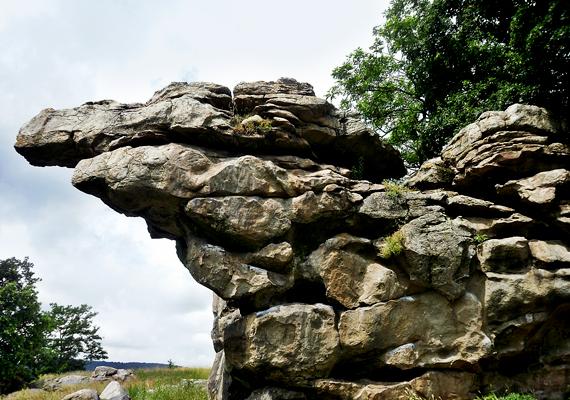 A Káli-medence egyik leglátványosabb helye a hatalmas sziklákból álló kőhát, a szentbékállai kőtenger.