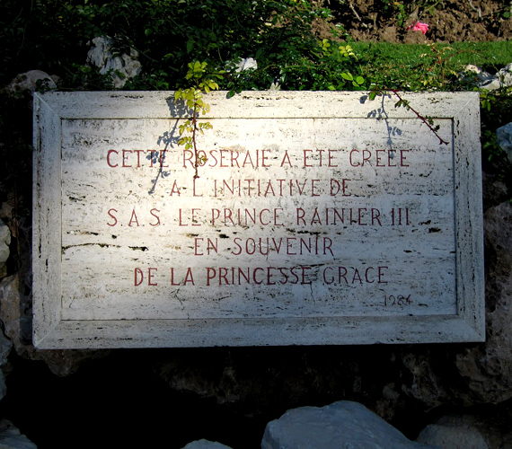 A monacói rózsakertet Grace Kelly halála után alapította férje, a monacói herceg. A virágokról úgy tartotta, kedvese illatát idézik.