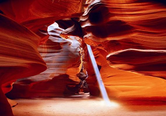 Ahogy telik az idő, a víz erejének köszönhetően a kanyon egyre mélyebbé válik.