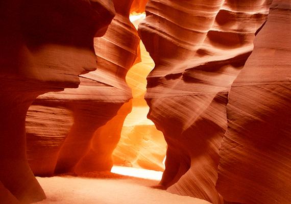 Az Antilop-kanyon csak vezetővel együtt látogatható, mert esős évszakban a gyors áradások miatt kifejezetten veszélyes az egyébként lenyűgöző hely.
