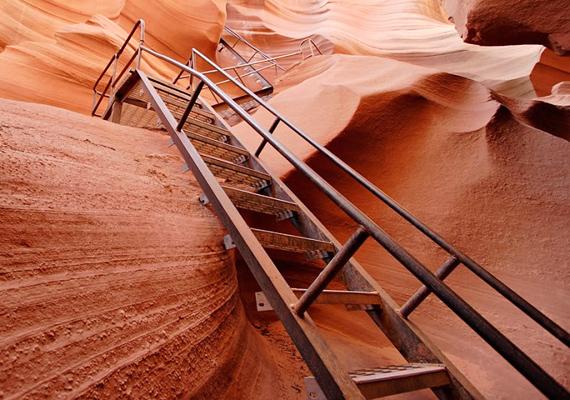 Ezek a lépcsők vezetnek ki a nem mindennapi alsó Antilop-kanyon mélységeiből.