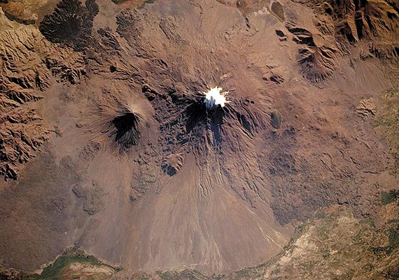 A leírások szerint körülbelül 137 méter hosszú bárka az Ararát hegynél érte el a szárazföldet.