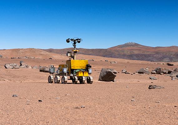 A szárazsággal kapcsolatban a tudósok megállapították, hogy a talajt a mikrobális élet szárazságküszöbe jellemzi - a hasonló körülmények miatt a NASA is előszeretettel teszteli itt Mars-járműveit.