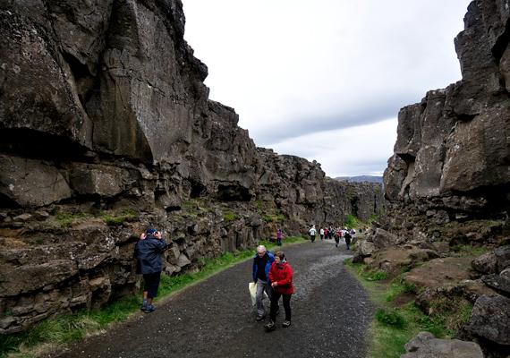 A hasadékok, ha nem légifelvételen szemléli őket az utazó, egyszerű völgyeknek, kanyonoknak tűnnek, melyeket be is lehet járni.