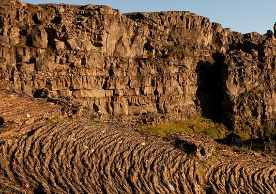Az egykori vulkáni működés nyomai - például a megkövesedett láva - ma is tisztán láthatók, azonban a táj ilyen szempontból ma is aktív, és állandó jelleggel formálódik.