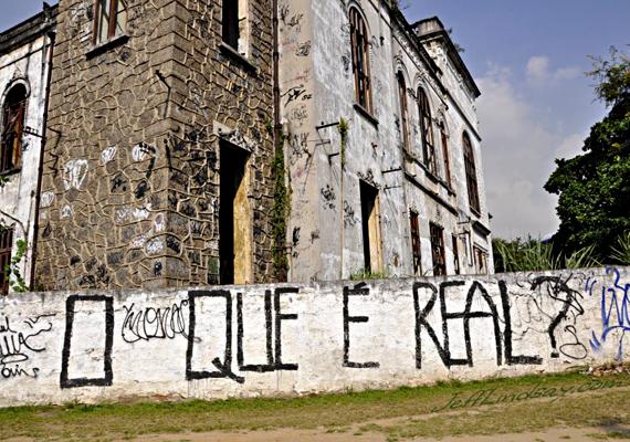 Brazília számtalan turista álma, azonban a gazdasági fejlődés nagyra nyitotta a rést szegények és gazdagok között, ami miatt virágzik a korrupció, a prostitúció, a kábítószer-kereskedelem és az utcai erőszak. Mindemellett a nők elleni erőszak és a gyermekrablás is gyakori.