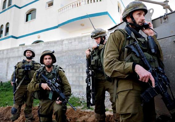 Izraelben a terroristaakciók mindennaposak. A hadsereg és a felkelő csoportok rendszeres összecsapásai miatt a háborús fenyegetettség alatt álló országban a turisták is támadások célpontjai lehetnek.